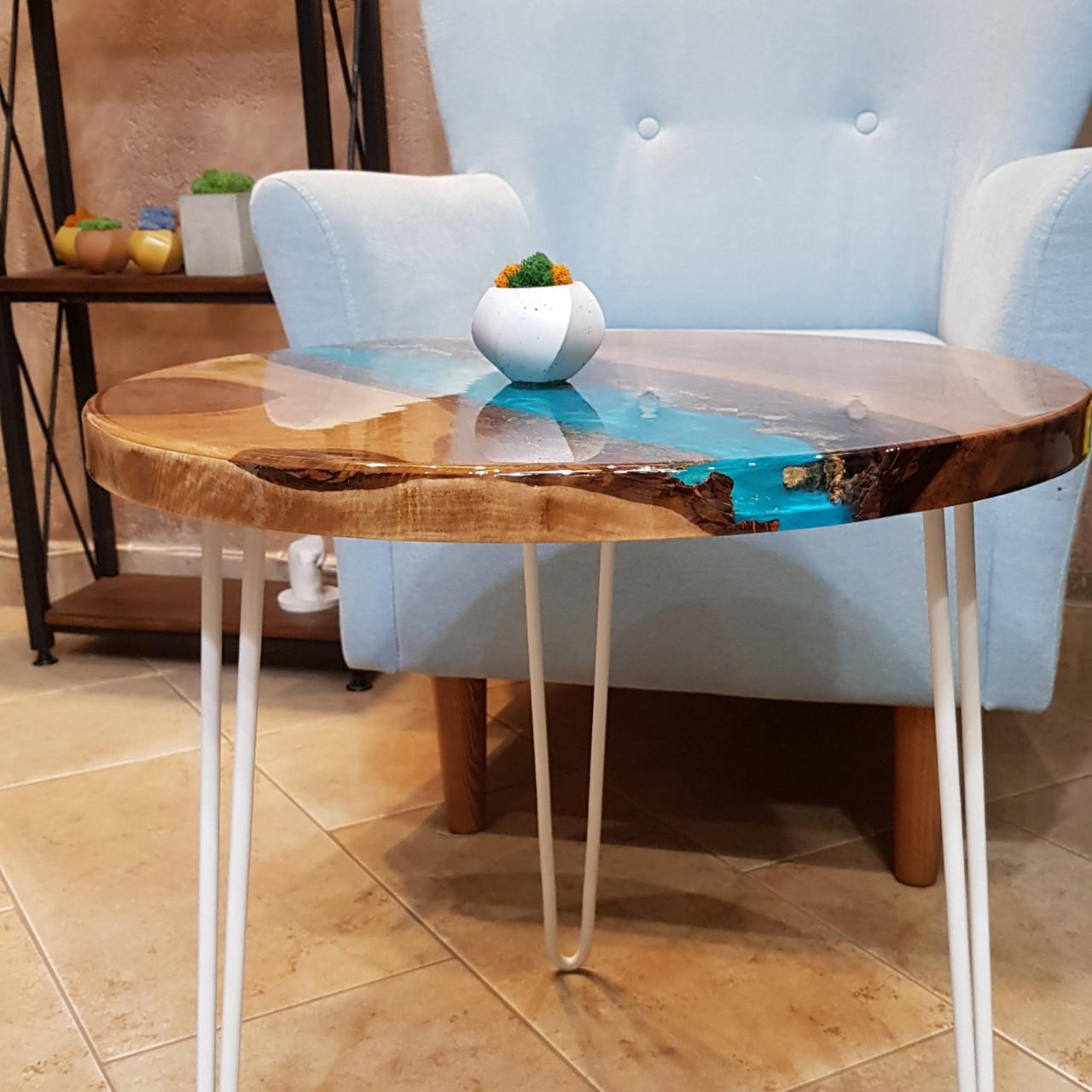 Журнальный  круглый стол с массива грецкого  ореха и прозрачной эпоксдной смолой  3-D эффект  Диаметр - 57 см