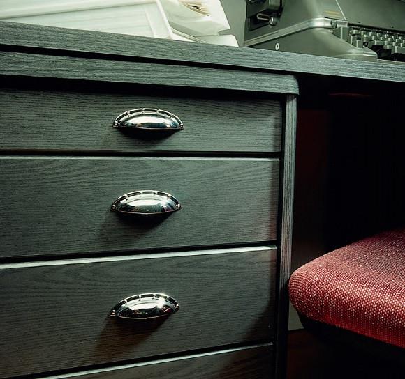 Ручка ракушка на мебели