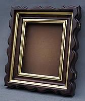 Фигурный киот для иконы с внутренней деревянной рамой и штапиками, покрытыми краской под золото.
