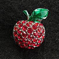 Яркая Брошь темный металл яблоко с камнями красного насыщенного цвета и зеленым листочком эмаль 15/20мм