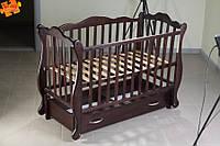 Кузя Юлия детская кроватка-диван из бука на маятнике с ящиком