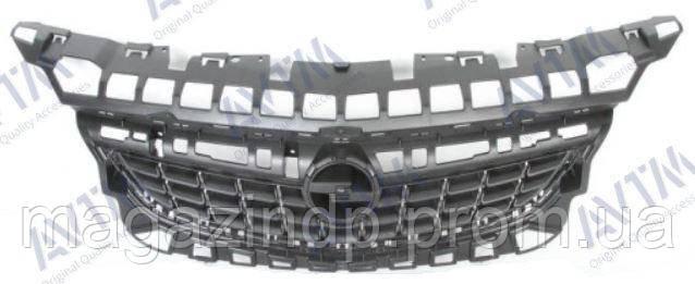 Решетка радиатора Opel Astra J 2009-2012 черн.без хром.молдингов Код товара: 3799832