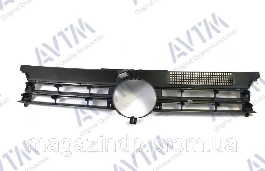 Решетка радиатора Volkswagen Golf IV 1997-2003 черн. Код товара: 3800076
