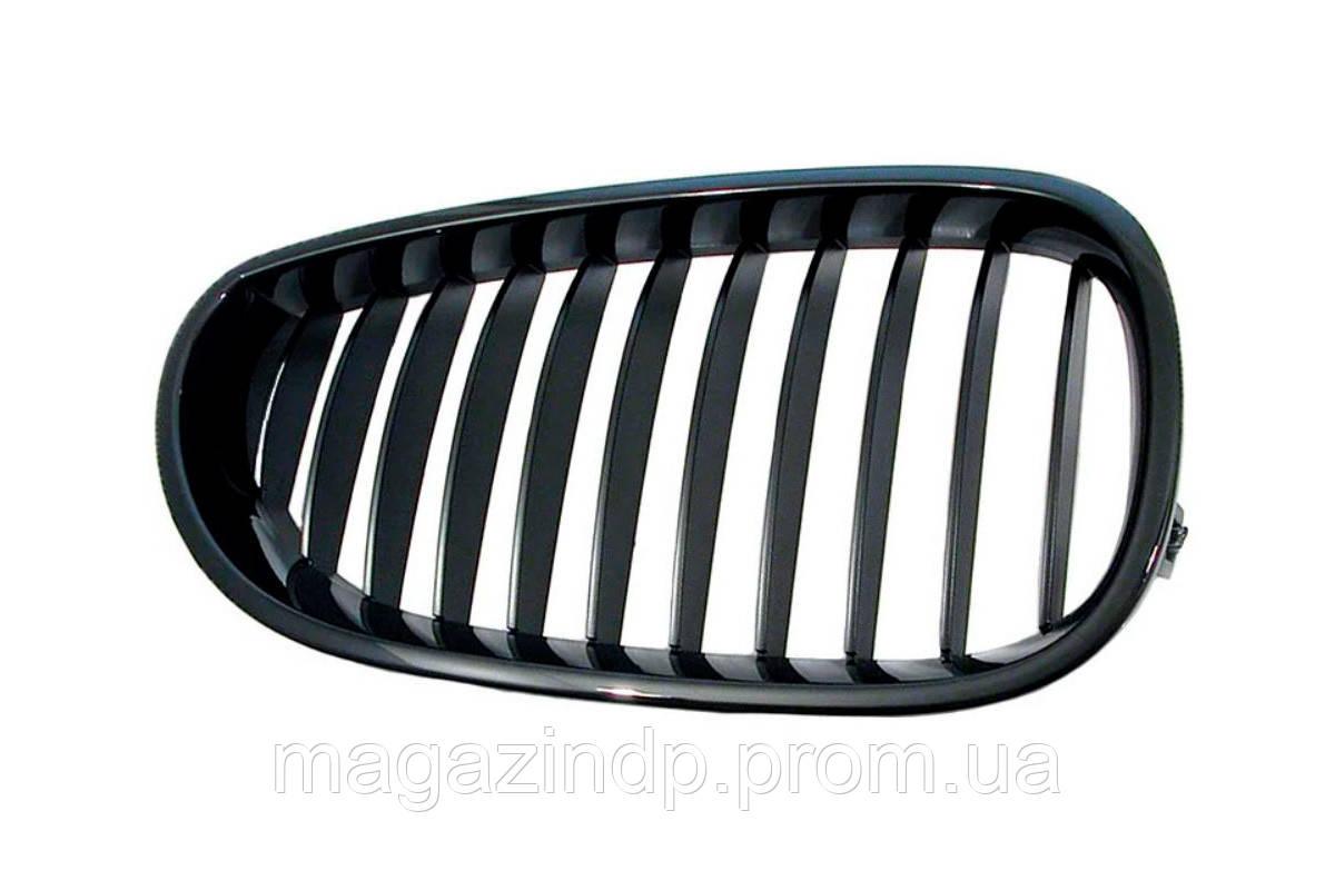 Решетка радиатора BMW 5 (e60/e61) 2003-2010 правая черная, ребра черн. 181404994 Код товара: 3800160