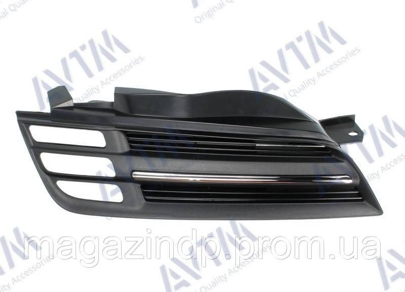 Решетка радиатора Nissan Micra K12 2003-2005 черн./хром.прав. Код товара: 3800256