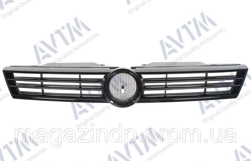 Решетка радиатора Volkswagen ta 2011-2014 с черн. молдингами Код товара: 3800276