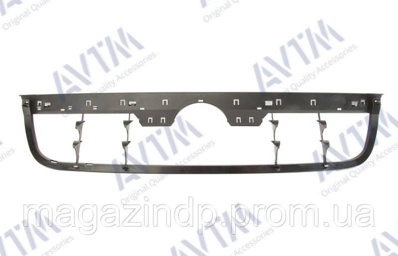 Решетка радиатора Volkswagen Vento 1996-1999 внутр.часть Код товара: 3811665