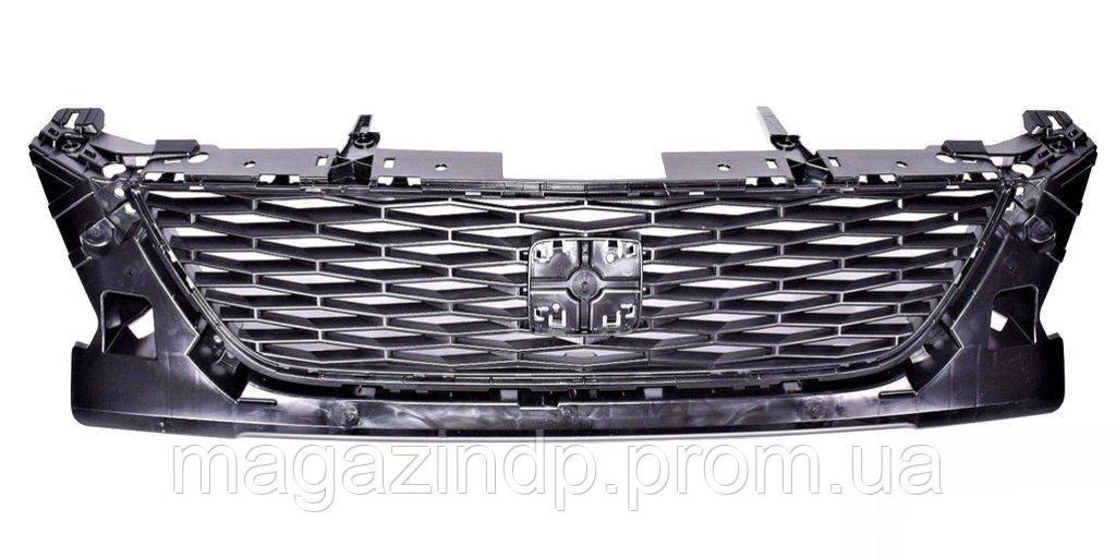 Решетка радиатора Se n 2012- Код товара: 3813016