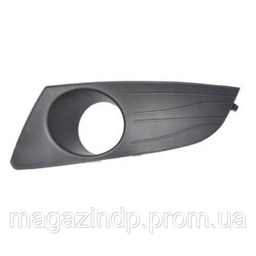 Решетка в бампер  Logan/Dacia Logan 09-13 левая с отверстиями для противотуманок 5611 993 Код товара: 3822634