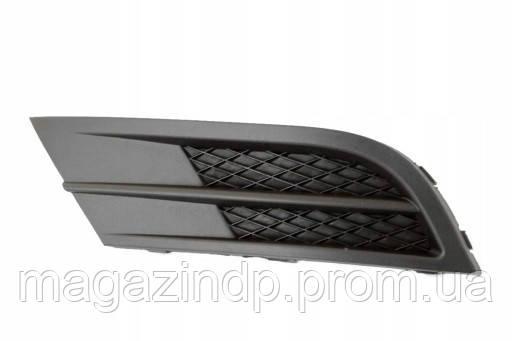 Решетка в бампер Volkswagen ta VI 14- левая без отверстий для противотуманок  7435 913 Код товара: 3824016