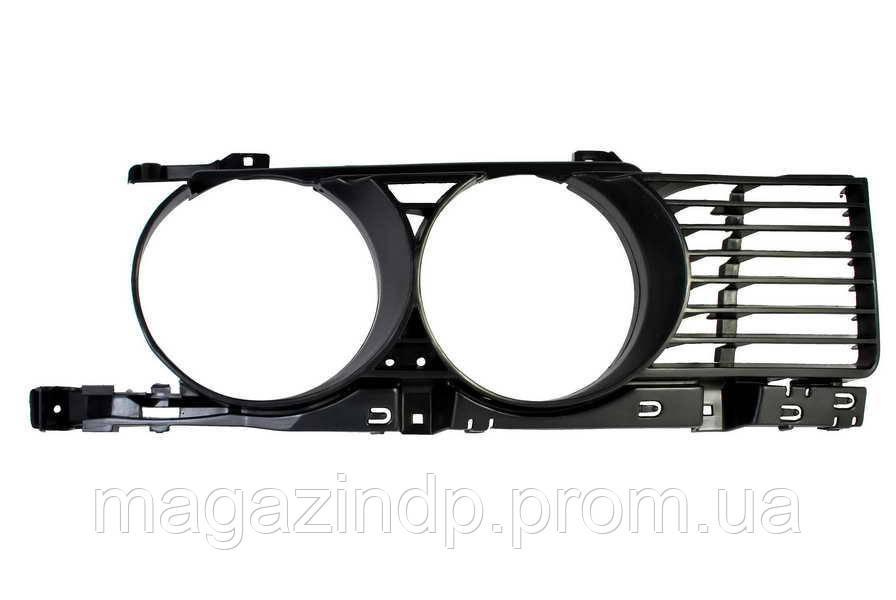 Решетка в бампер BMW 5 (e34) 88-93 правая (оправа) 0057 994, 51131944138 Код товара: 3830372