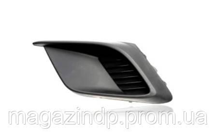 Решетка в бампер Mazda 3 (BM) 13-16 SDN/HB левая без отверстий для противотуманок 4424 911 Код товара: 3967446