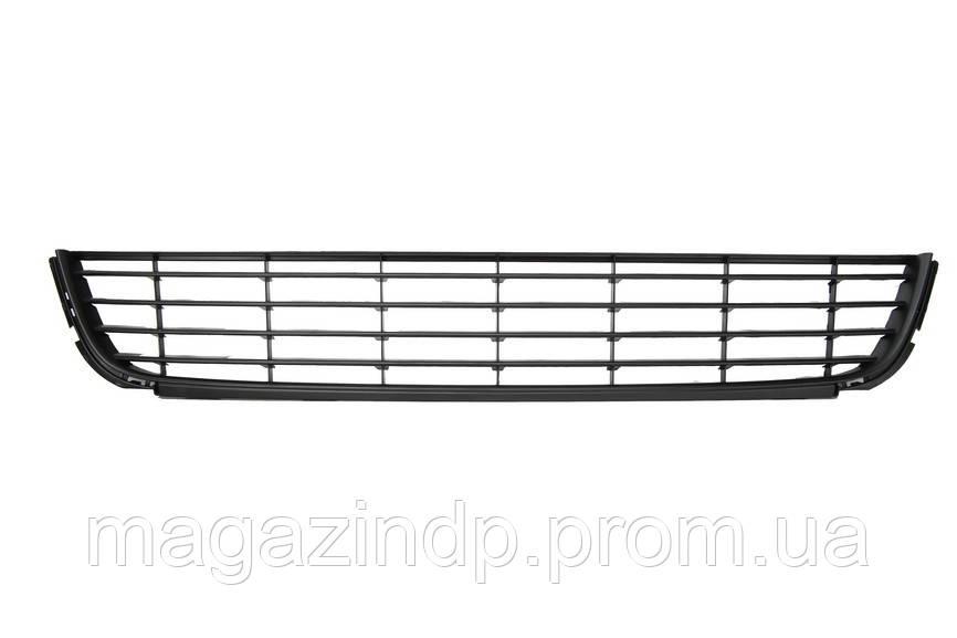 Решетка в бампер Volkswagen Golf VI 09-12 средняя с черн. молдингом 5K0853677A9B9 7411 992, 5K0853677A9B9 Код товара: 4520291