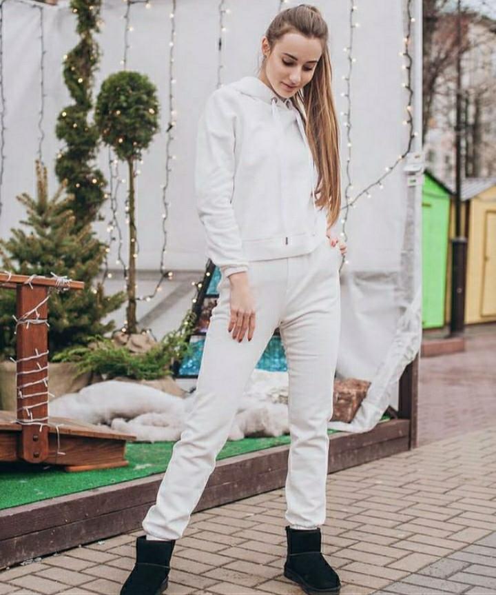 ВИКИ Теплый женский спортивный костюм с капюшоном трехнитка на флисе С-ка белый
