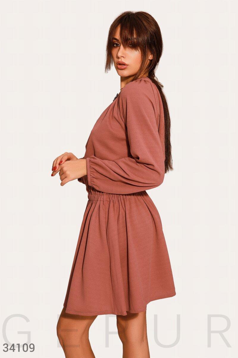 Короткое расклешенное платье-мини персиковое