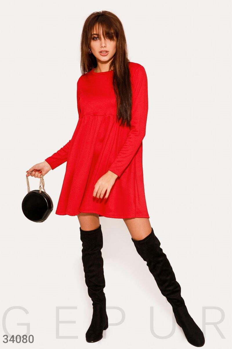 Трикотажное расклешенное платье в стиле бэби-долл красное