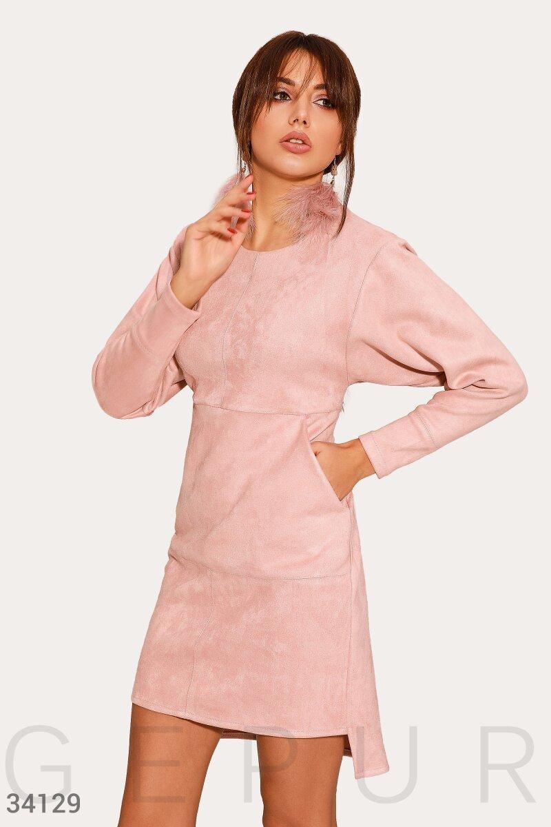 Короткое приталенное платье с асимметричным низом