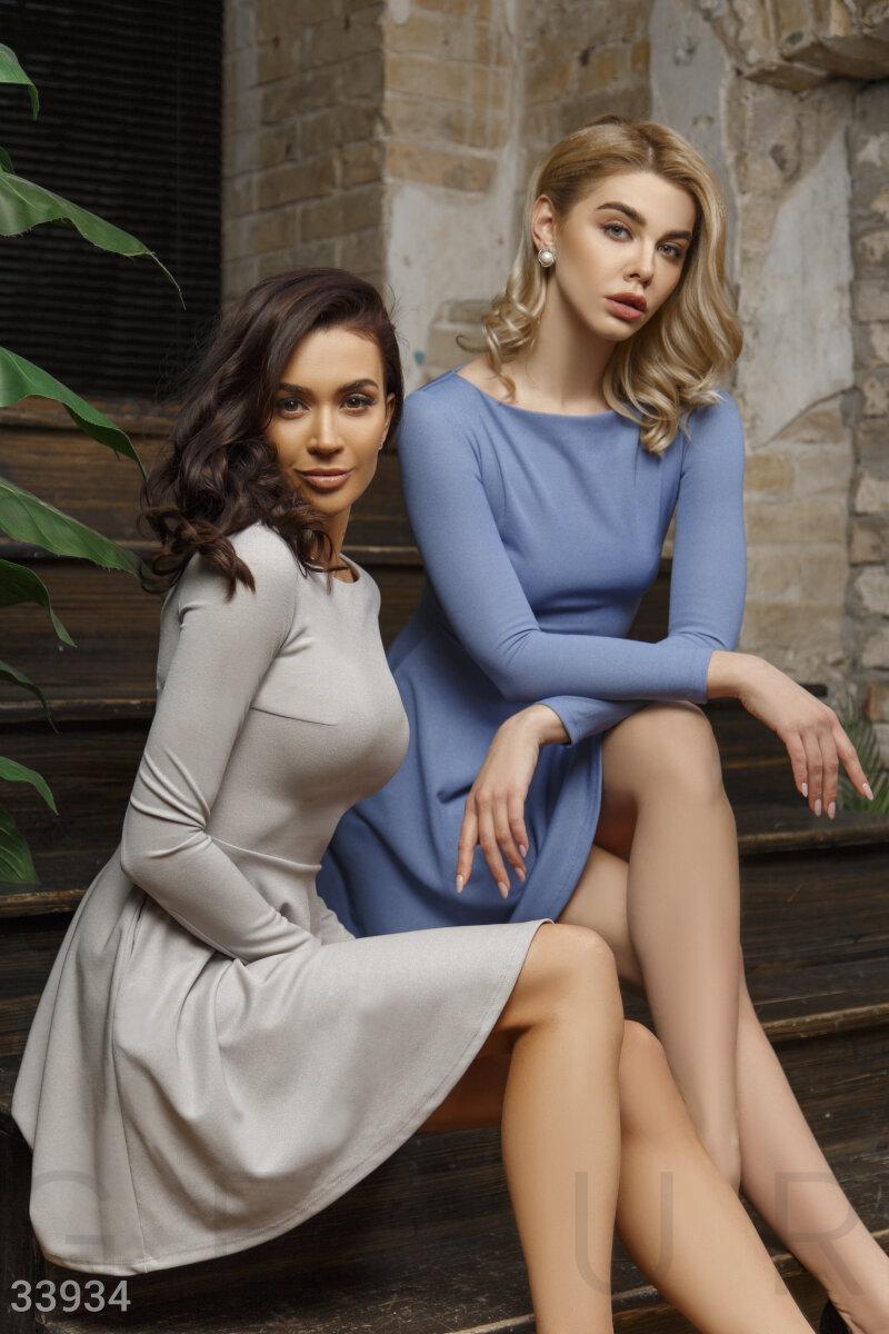 Короткое расклешенное платье-мини голубое