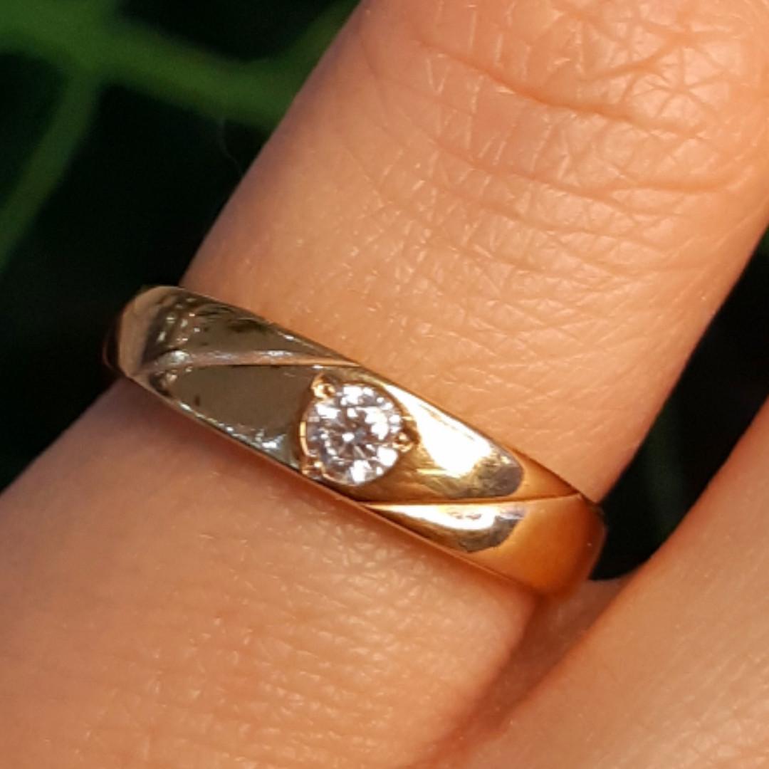 Золотое кольцо женское с 1 камнем