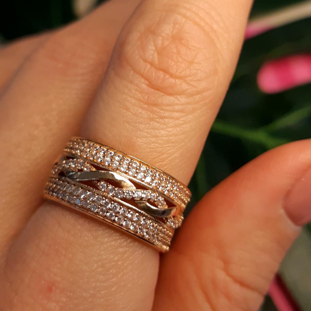 Женское золотое кольцо с фианитами Косичка