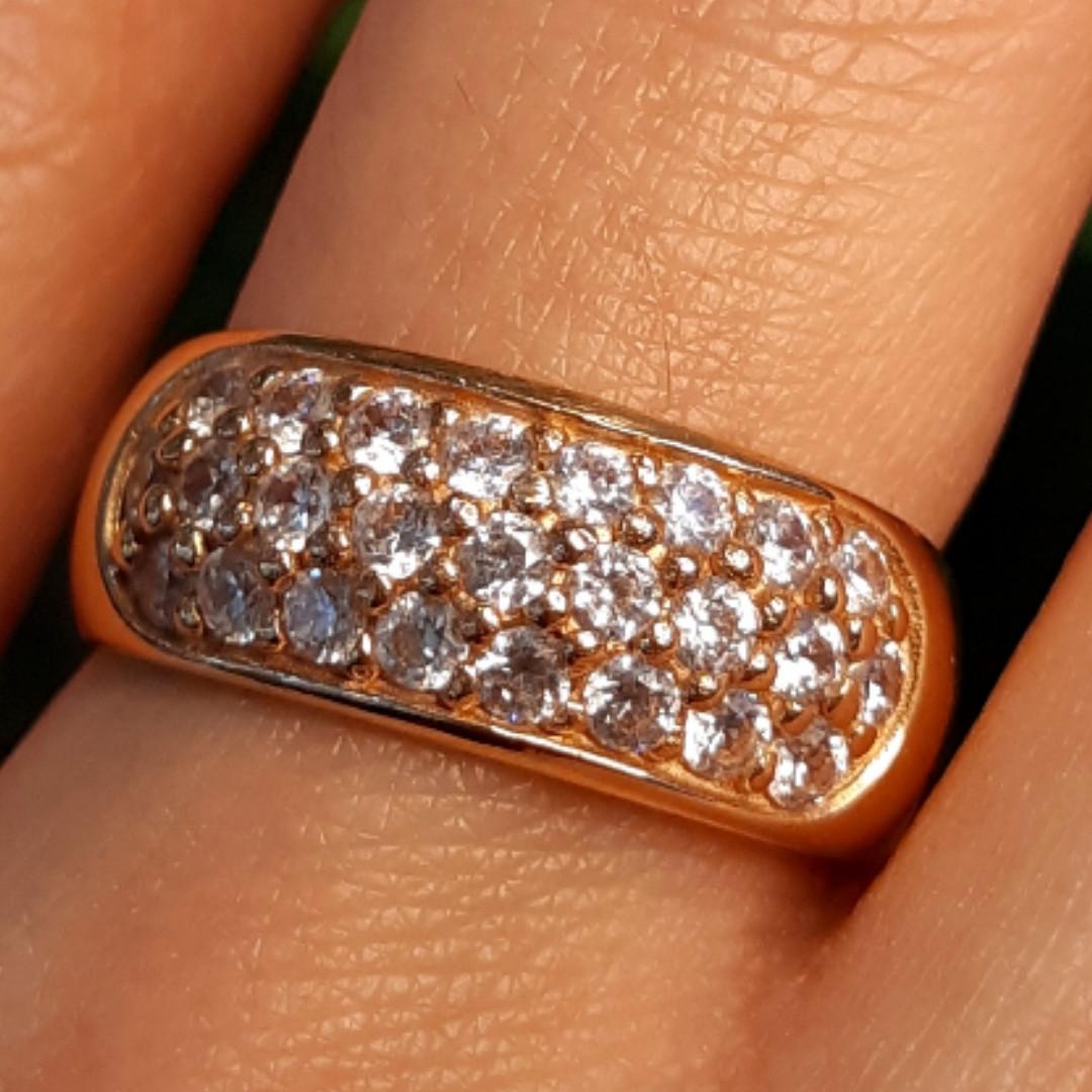 Женское золотое кольцо с цирконием