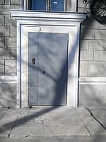 Установка многоквартирного домофона и двух створчатой утепленной двери
