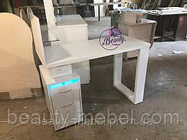 Маникюрный стол с Уф лампой и толстой столешницей