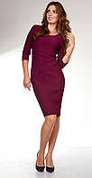 Платье-футляр цвета марсала.