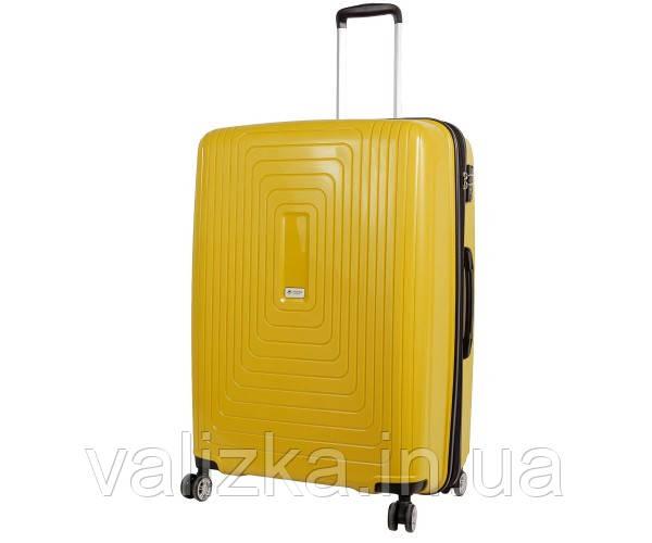 Валізу з ударостійкого поліпропілену пластиковий великого розміру Airtex 241 на 4-х колесах жовтого кольору.