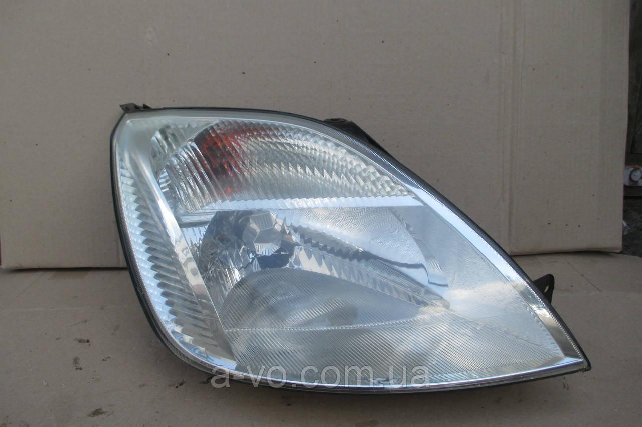 Фара правая для Ford Fiesta MK6, 2002-2005