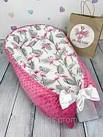 """Кокон-гнёздышко для новорожденного с кокосовым матрасиком """"Малиновые Фламинго"""""""