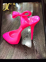 Статуэтка розовая Босоножка Лабутен