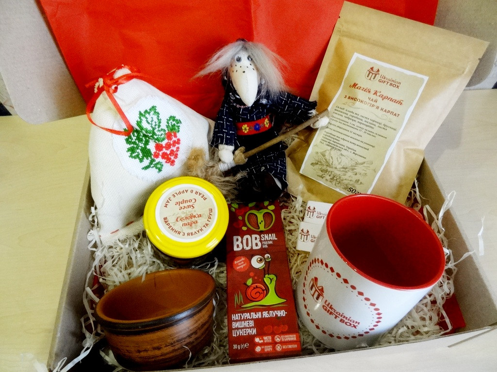 Необычный подарок - набор «Подарочный» с чаем, вареньем и ведьмой