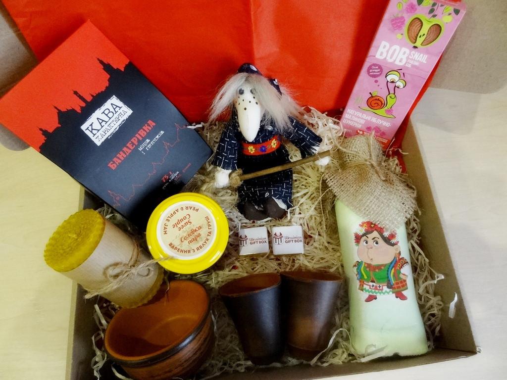 """Вкусный рождественский подарочный набор """"Посмакуємо!""""  с наливкой, вареньем и кофе"""