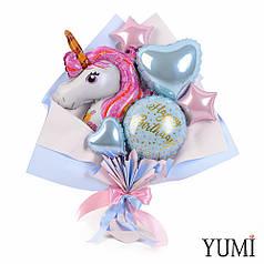 Букет с розовым единорогом, голубым кругом Happy Birthday и голубым сердцем