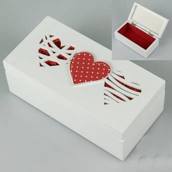 Деревянная шкатулка Три сердца