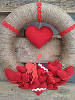 Декор до дня Святого Валентина - вінок на двері, стіну з червоними серцями 30 см