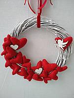 Вінок, задекорований серцями до Дня святого Валентина, декор до дня Валентина