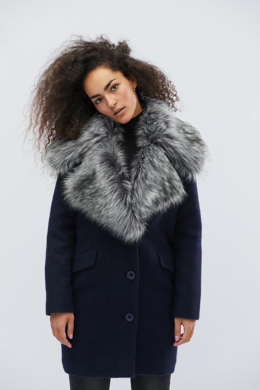 Прямое зимнее пальто на пуговицах