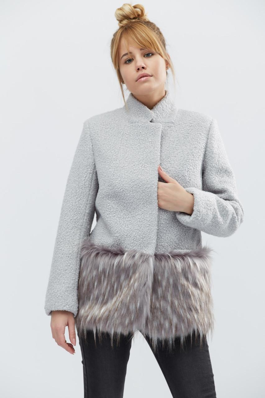 Укороченное зимнее пальто на потайных кнопках