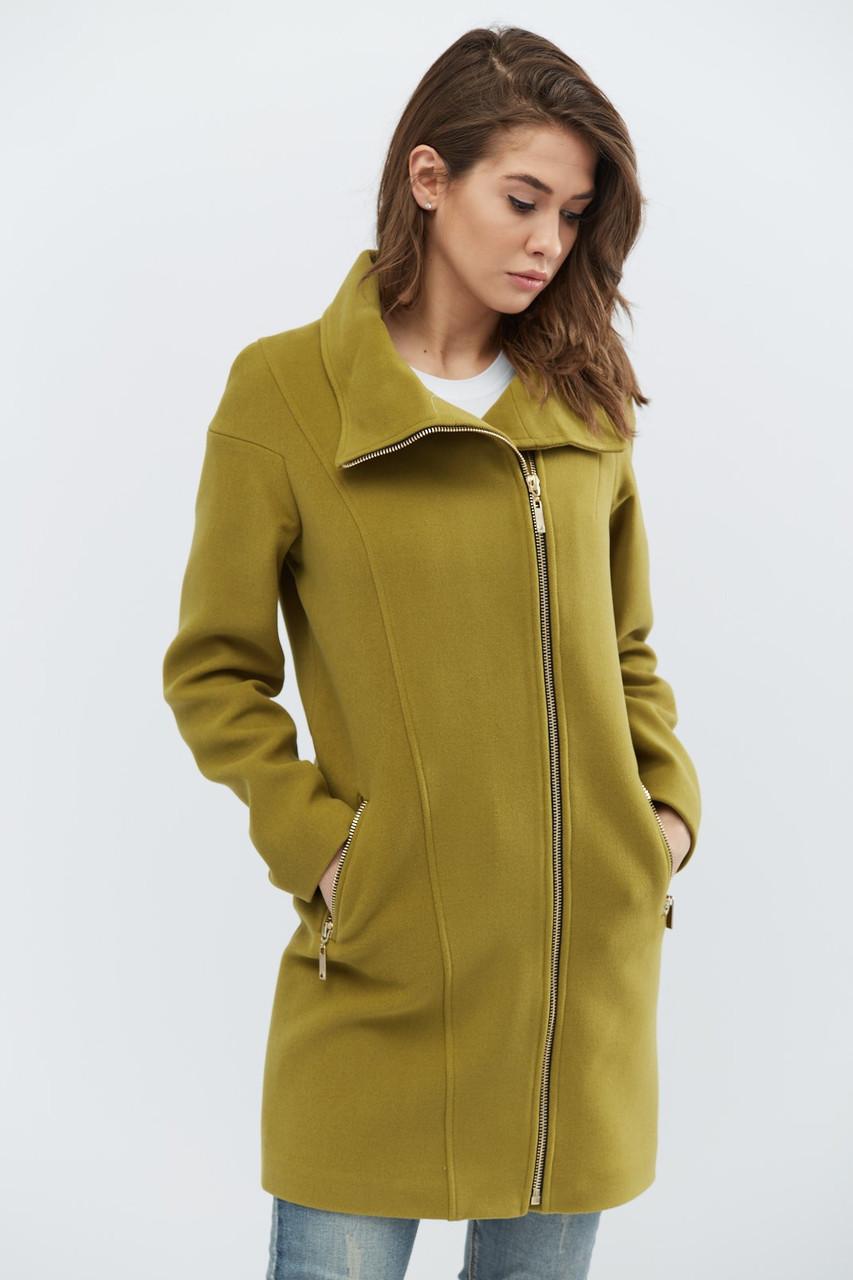 Элегантное пальто прямого силуэта