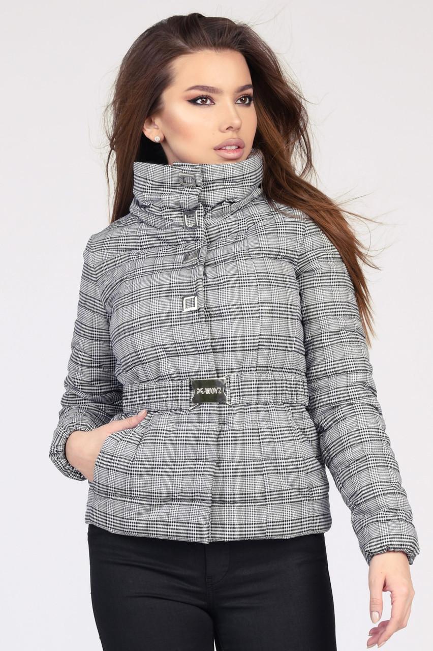 Легкая приталенная куртка трендовой расцветки - клетка