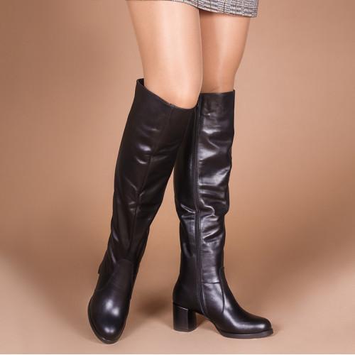 Кожаные черные сапоги на комфортном каблуке. Пошив в любом цвете по личным меркам