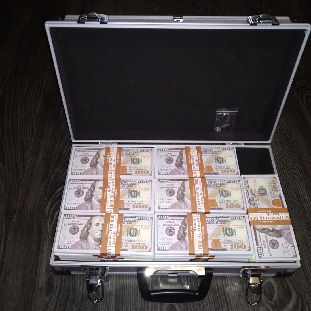 Доллары в кейсе чемодан с деньгами