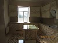 Кухня с рисунками аэрографии в золоте, фото 1
