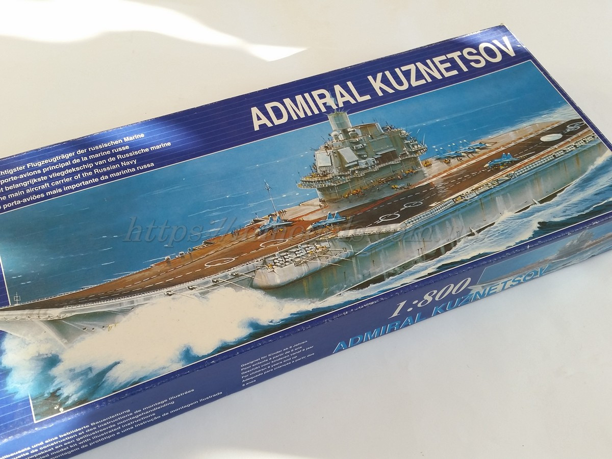 Сборная моторная модель авианесущего крейсера - ТАКР Адмирал Кузнецов, масштаба 1/800