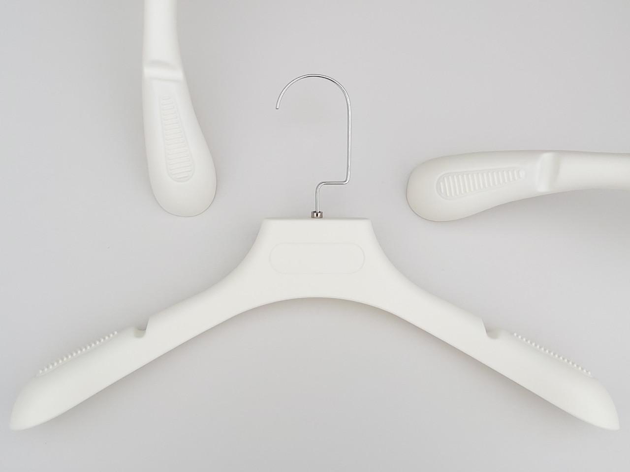 Плечики вешалки тремпеля TZ6681 с антискользящим ребристым плечом молочного цвета, длина 39 см