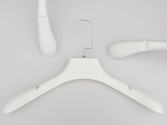 Плічка вішалки тремпеля TZ6681 з антиковзаючим ребристим плечем молочного кольору, довжина 39 см, фото 2