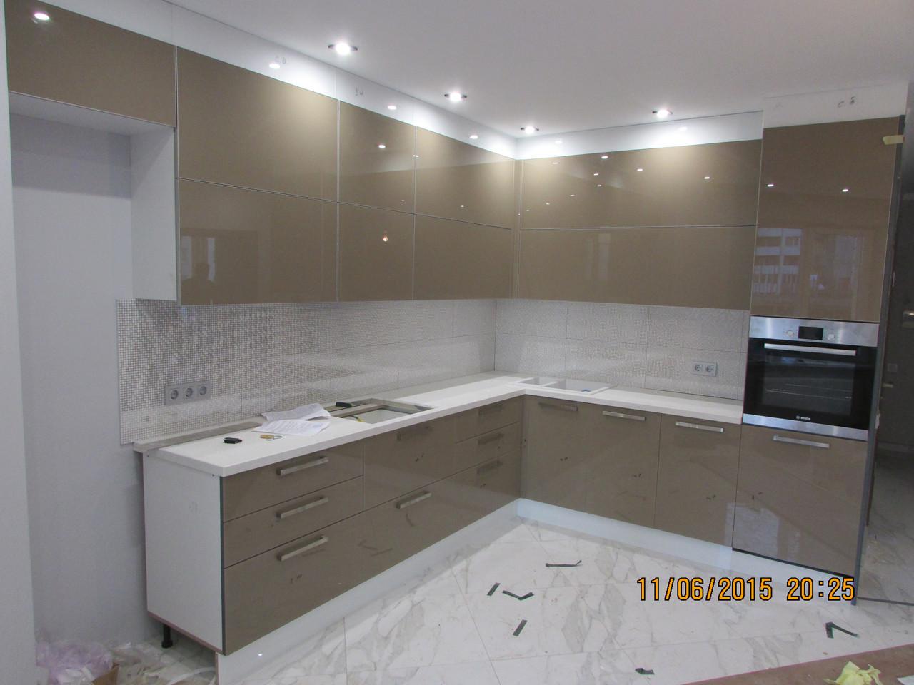 кухня со стеклянными фасадами цена 9 800 грнпогм купить в