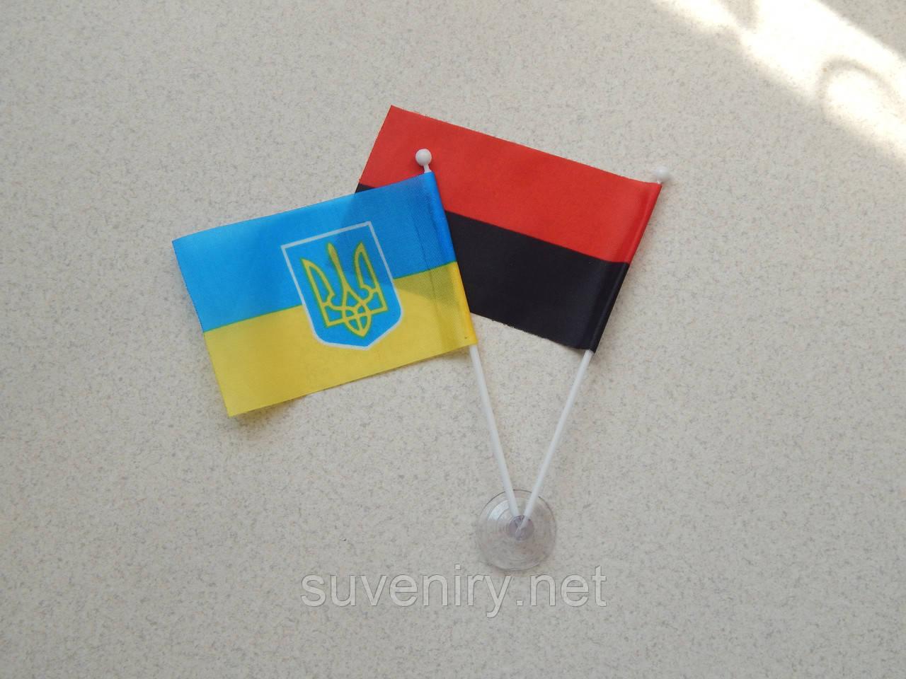 Двойной флаг на присоске в машину